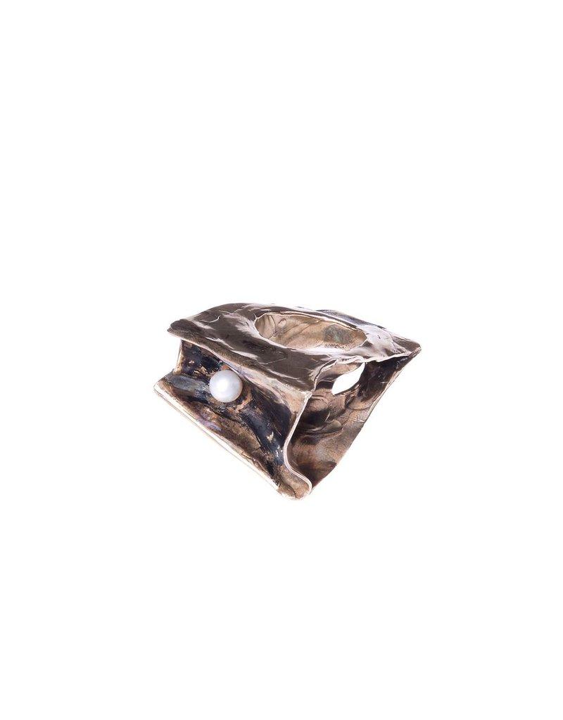 Iron by Miriam Nori BOX brass squashed pearl R