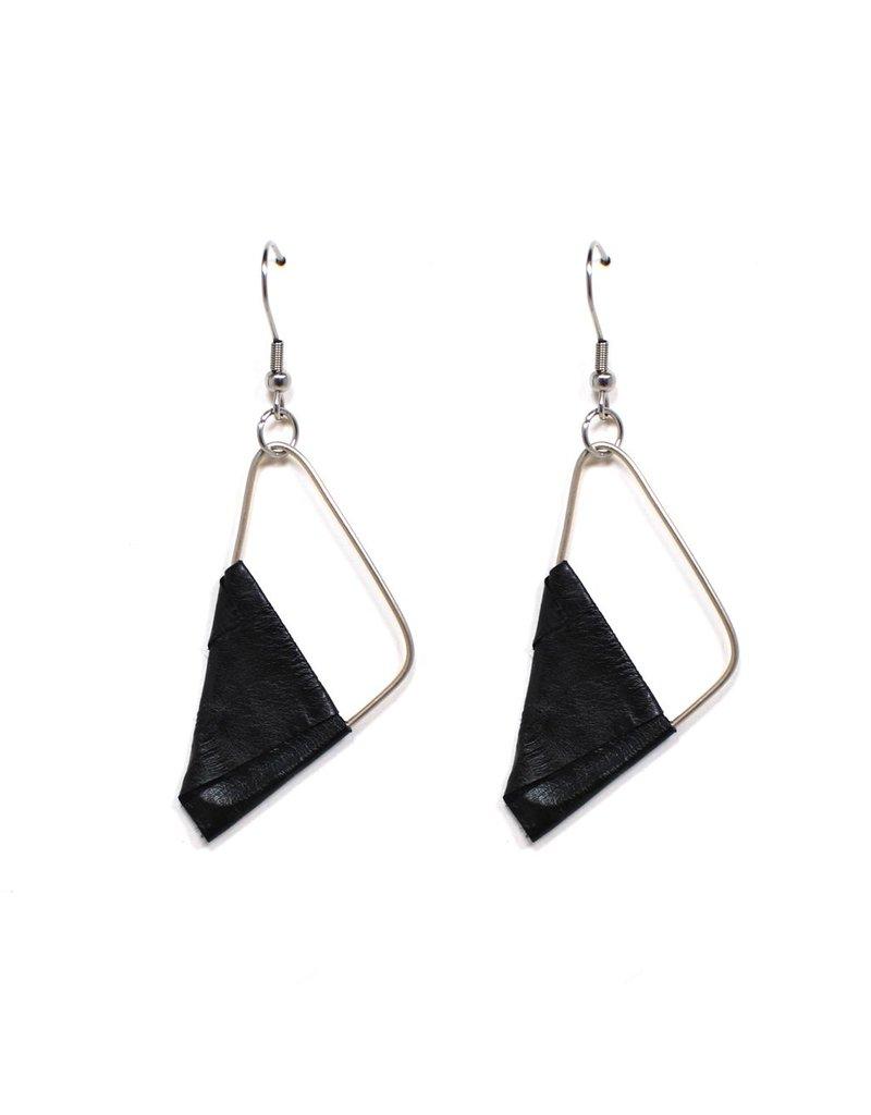 Marija Bajovska Eel triangle silver wire E