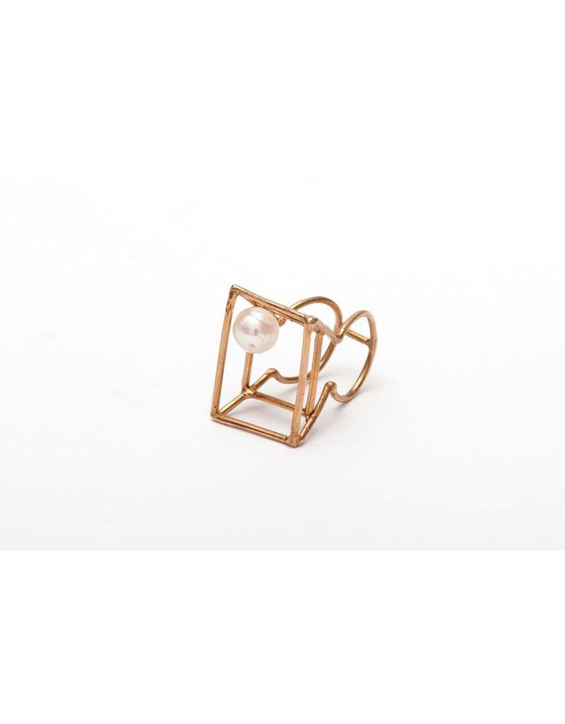 Iron by Miriam Nori Trapeze natural pearl R