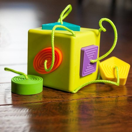 Fat Brain Toys OombeeCube by Fat Brain Toys
