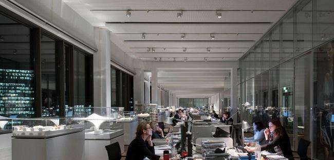 Réaménagements facilités : rails conducteurs pour éclairage flexible de bureaux