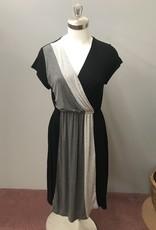ELLUMINATION Color Block Surplus Dress - Medium