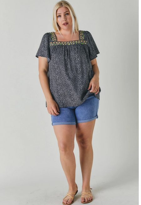 Davi & Dani PLUS SQUARE NECK WITH EMBROIDERY SHORT SLEEVE TOP