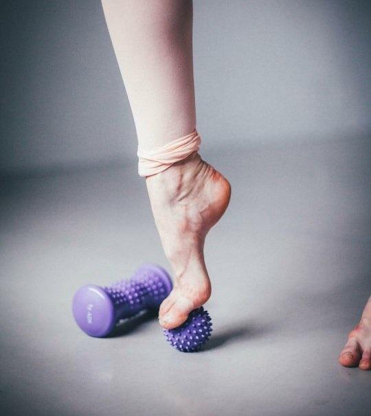 American Dance Supply 031-Massage Kit (Roller-Ball-mesh Bag)