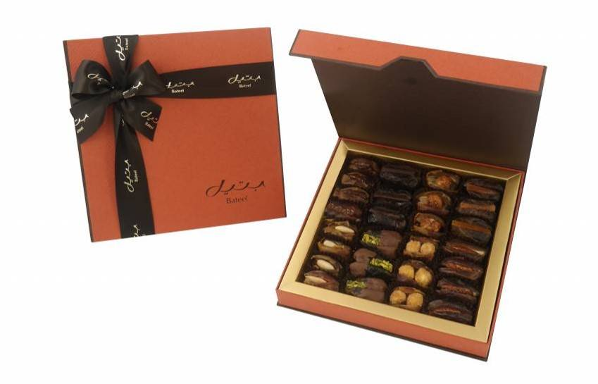 Bateel USA Georgia Brown Gift Box with Gourmet Dates