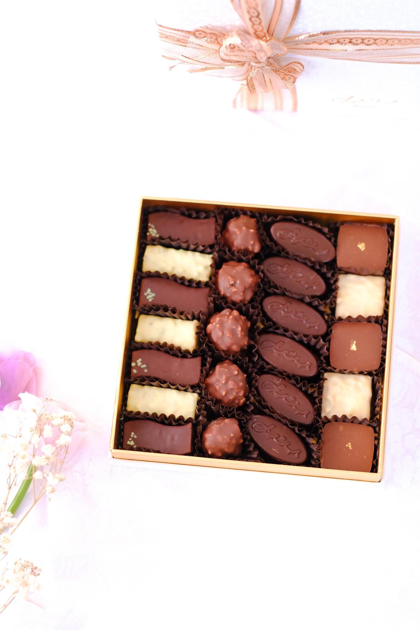 Bateel USA Alaska White Family Boxes M Square Origin Chocolates Assortment