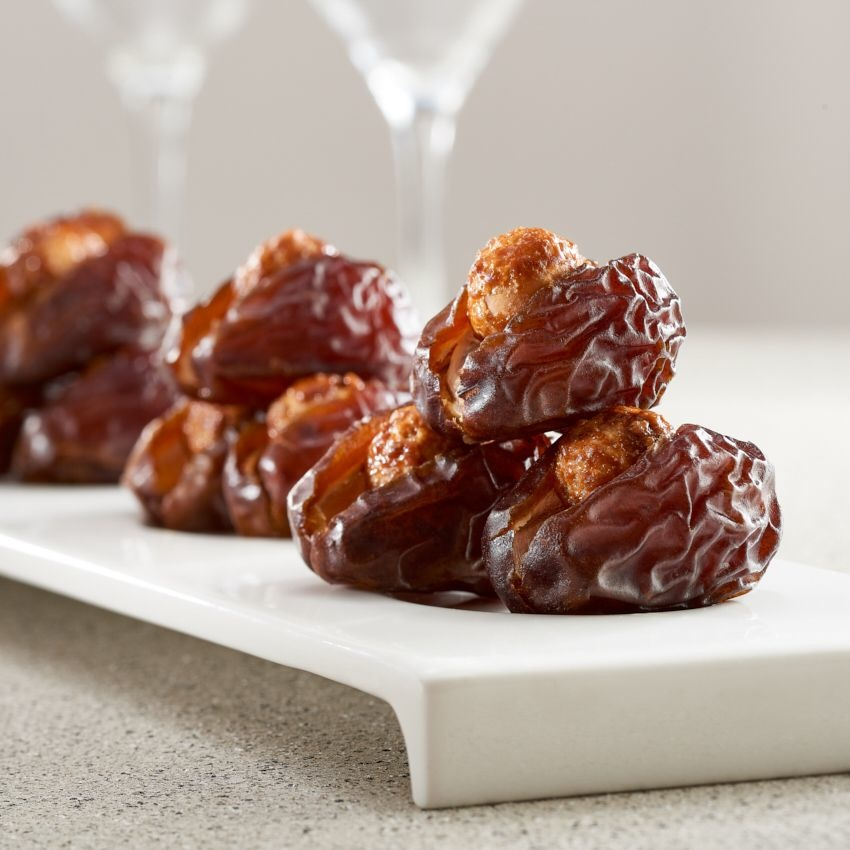 Bateel USA Wanan Dates Caramelized Macadamia