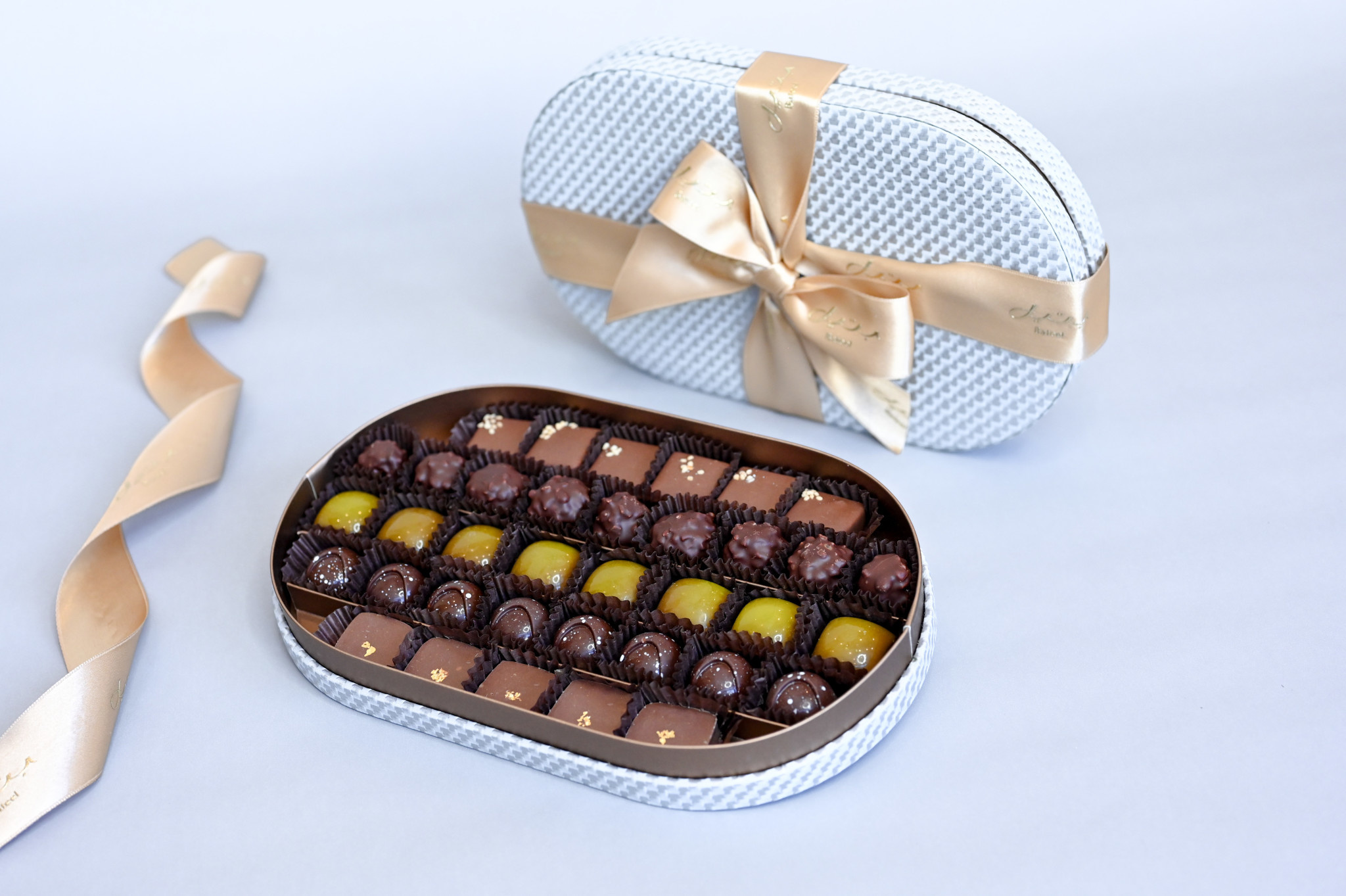 Bateel USA Silver Gold Oval  S Origin Chocolates