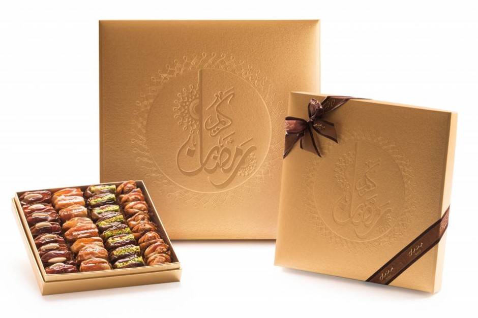 Bateel USA Ramadan Kareem Luxurious Gold Gift Box with Gourmet Dates
