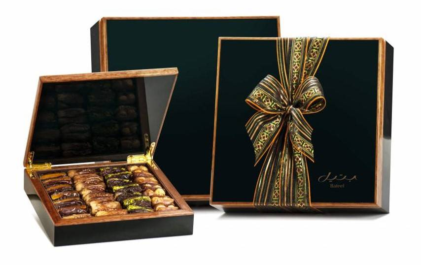 Bateel USA Green Maple Wood Gift Box with Gourmet Dates