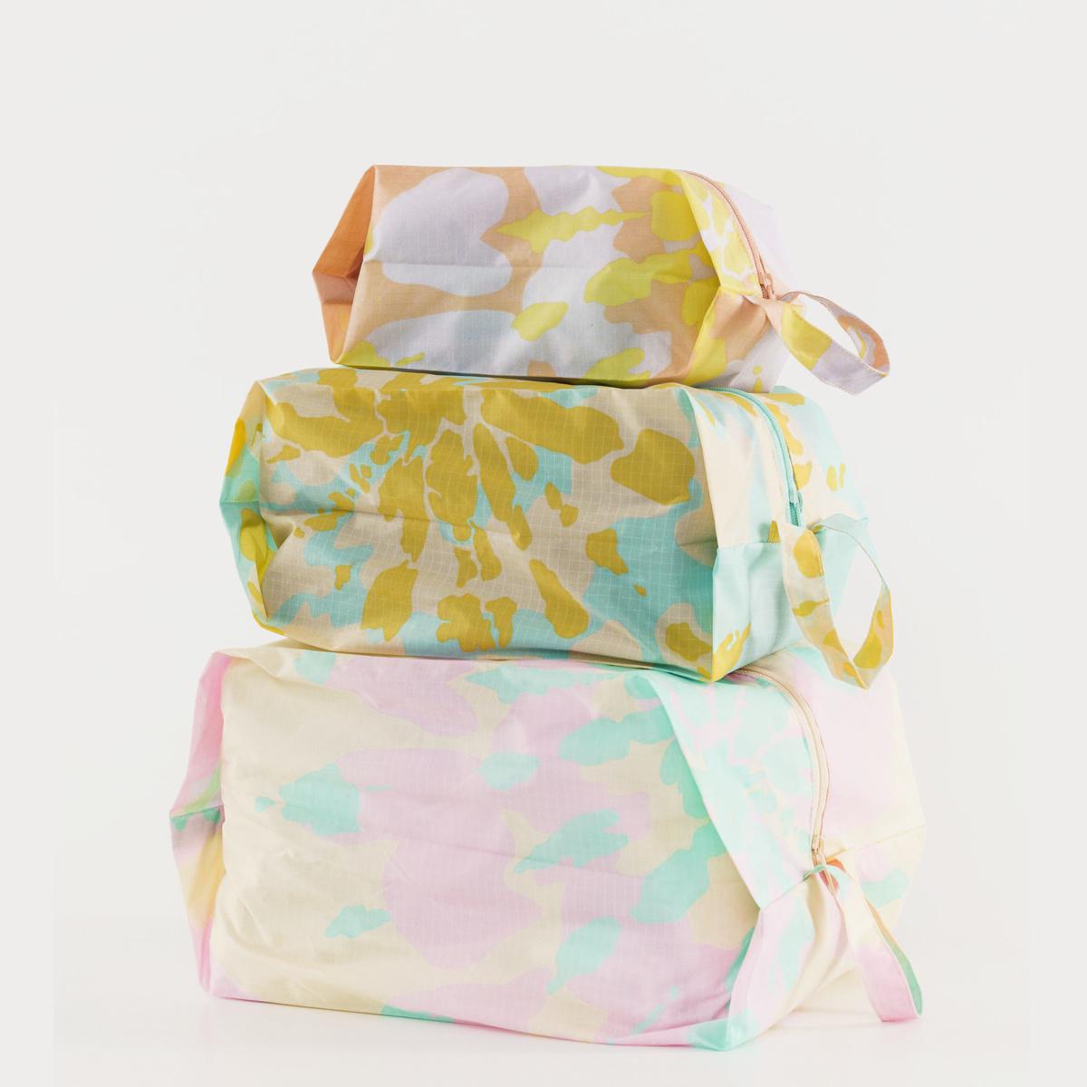 BAGGU Baggu Tie Dye 3D Zip Dopp Kit Set