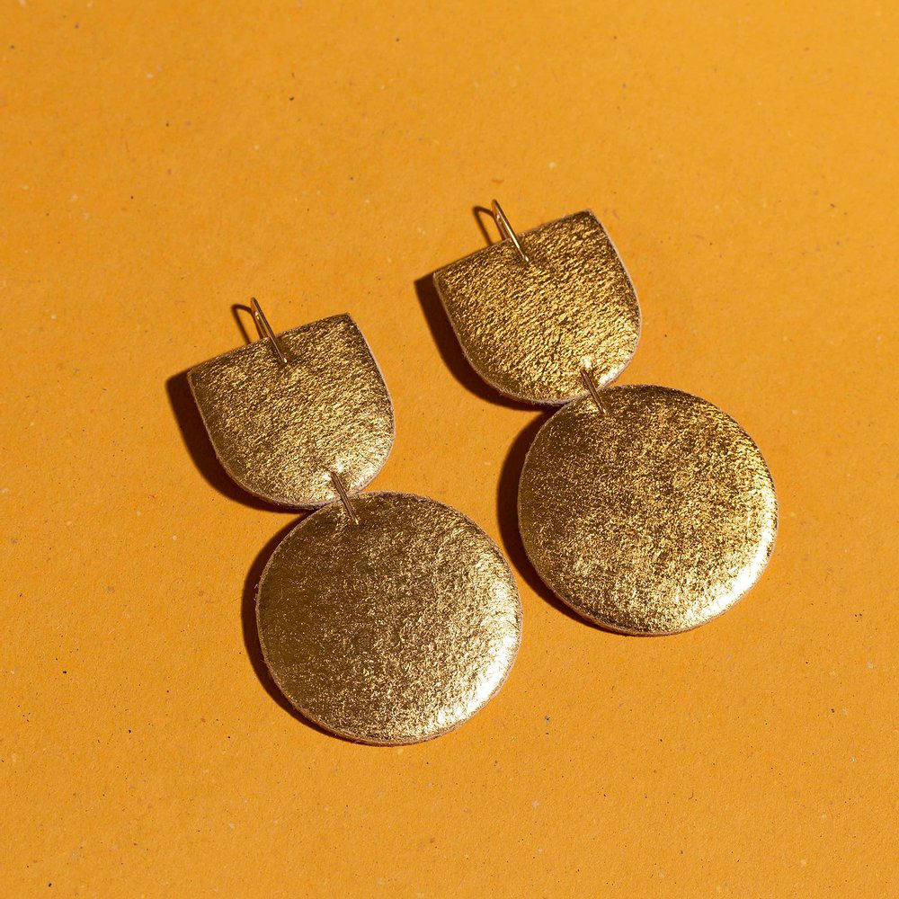 Dear Survivor - DS Dear Survivor - Gold Mocu Earrings