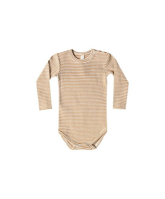 Quincy Mae - QM QM BA - Ribbed Longsleeve Onesie in Walnut Stripe