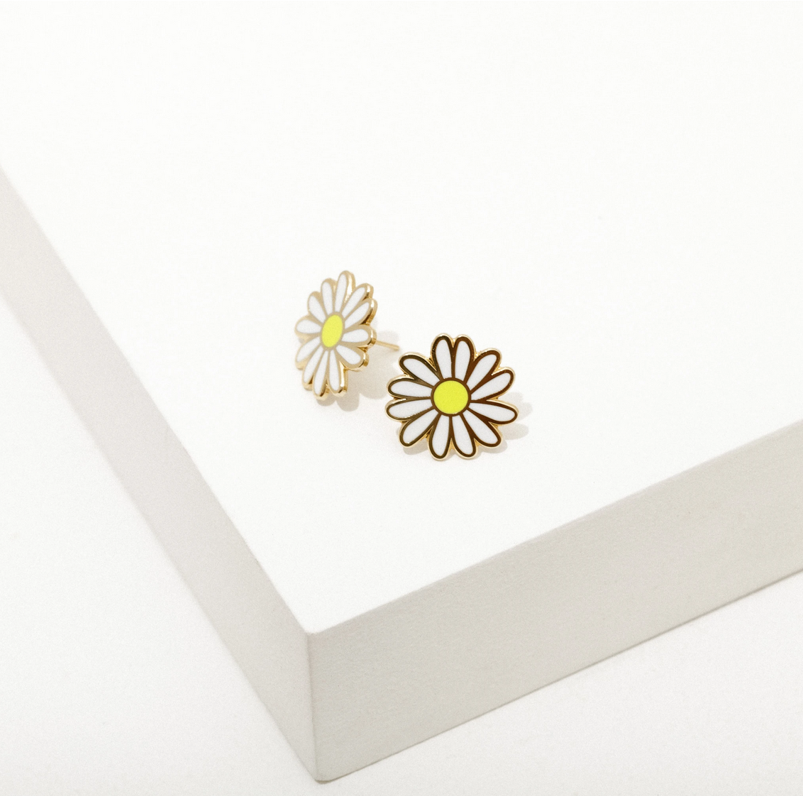 Larissa Loden Jewelry - LLJ Daisy Post Earrings