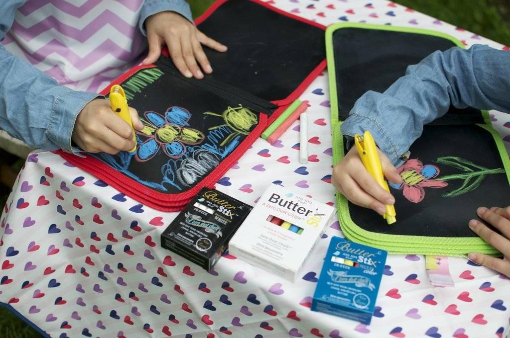 Jaq Jaq Bird Doodle It & Go Mess- Free Chalk Book