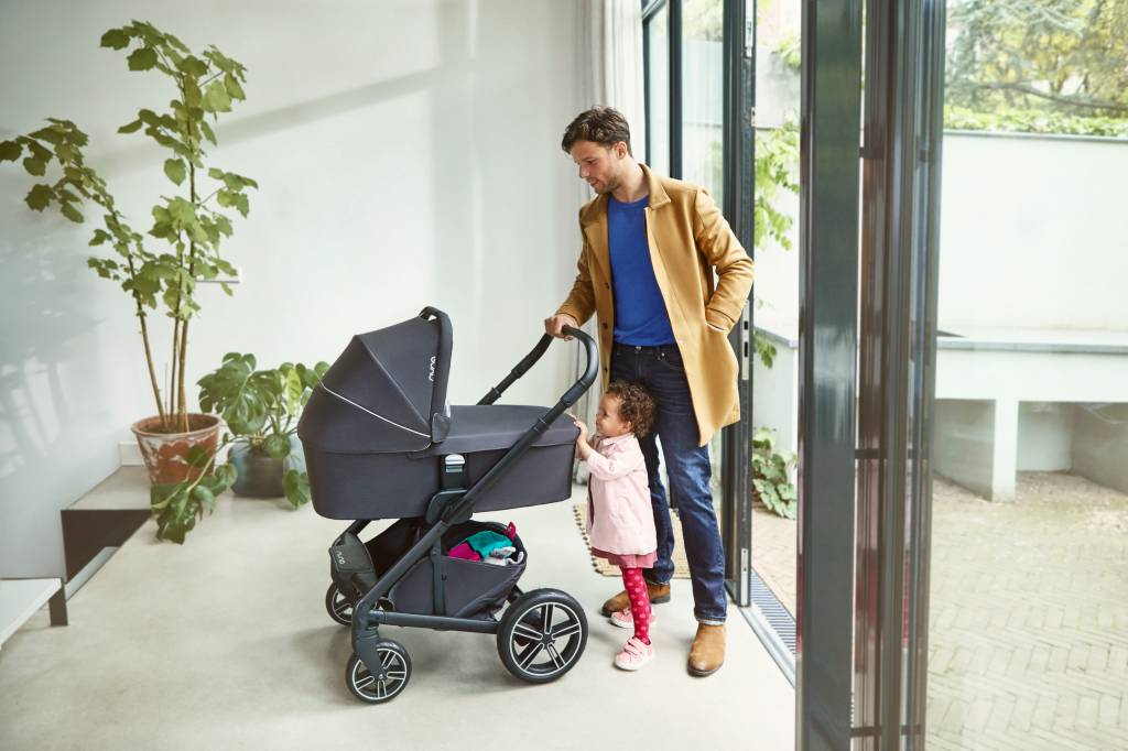 Nuna Nuna Mixx2 Stroller and Bassinet Caviar