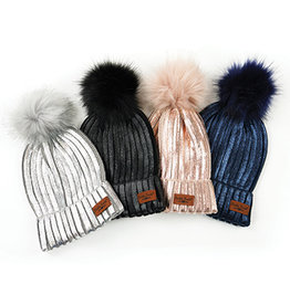 DM Merchandising GLACIER KNIT POM HAT