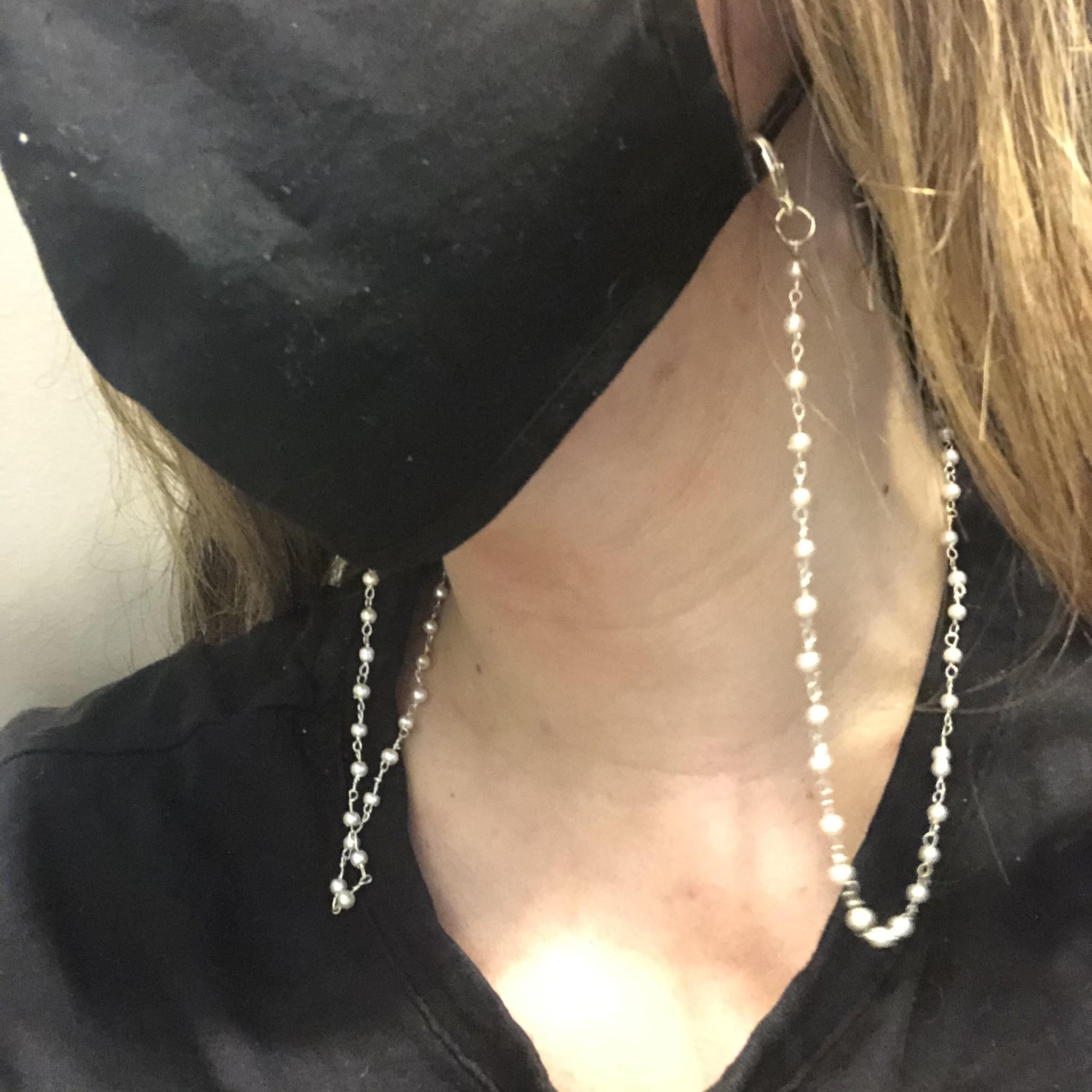 Rune Terrah Pearl Mask Chain