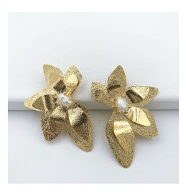 Treasure Jewels Pearl Orchid Gold Stud