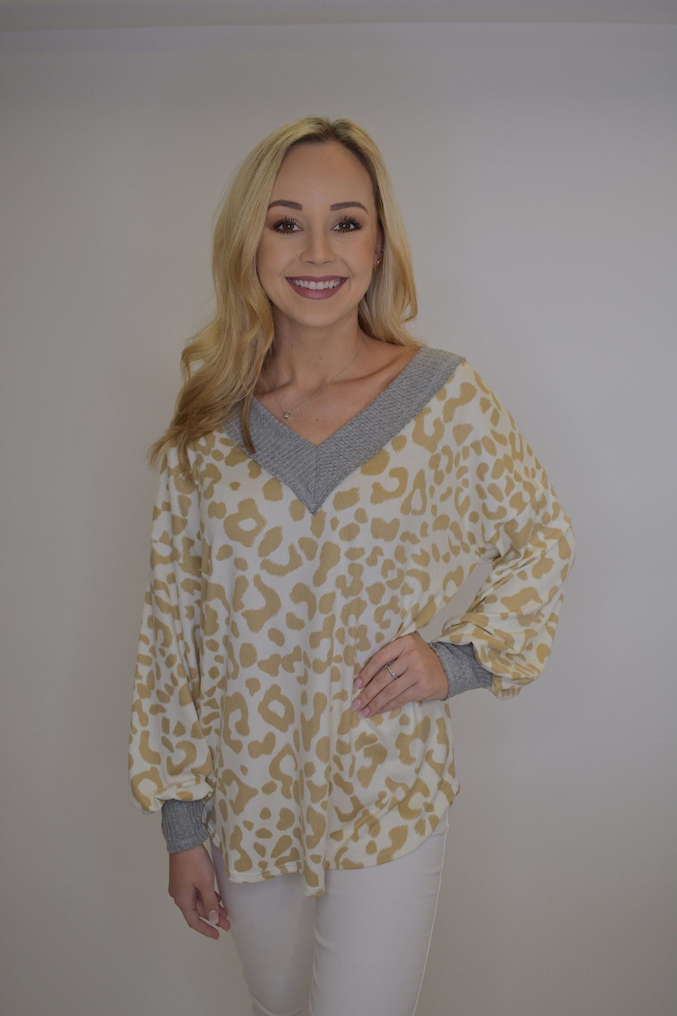 Thermal Waffle V Neck Top w/ Puff Sleeves & Stitching