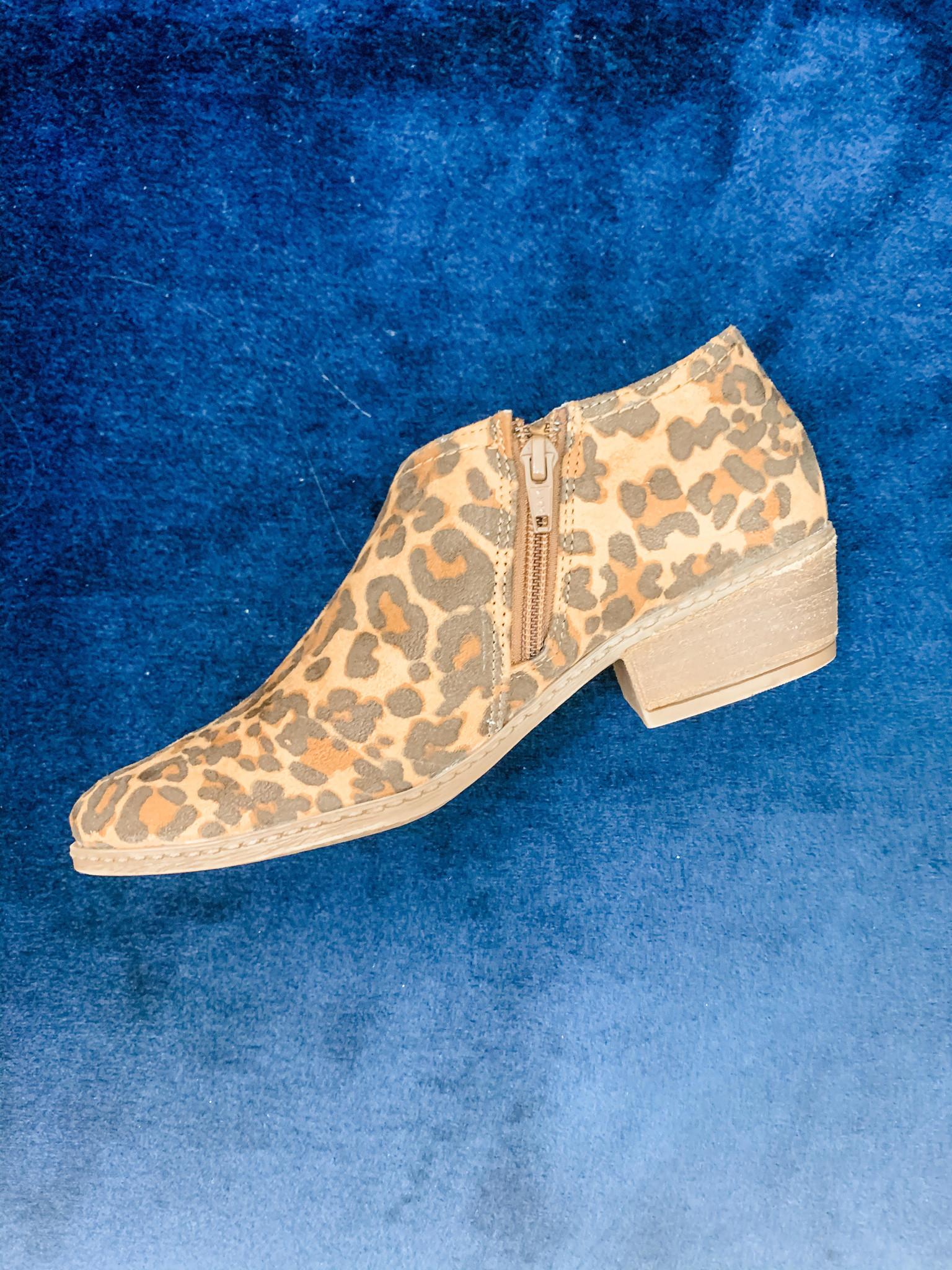 Just One More Minite Leopard Flats