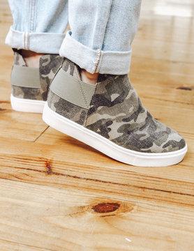 Trendy Hightop Sneaker