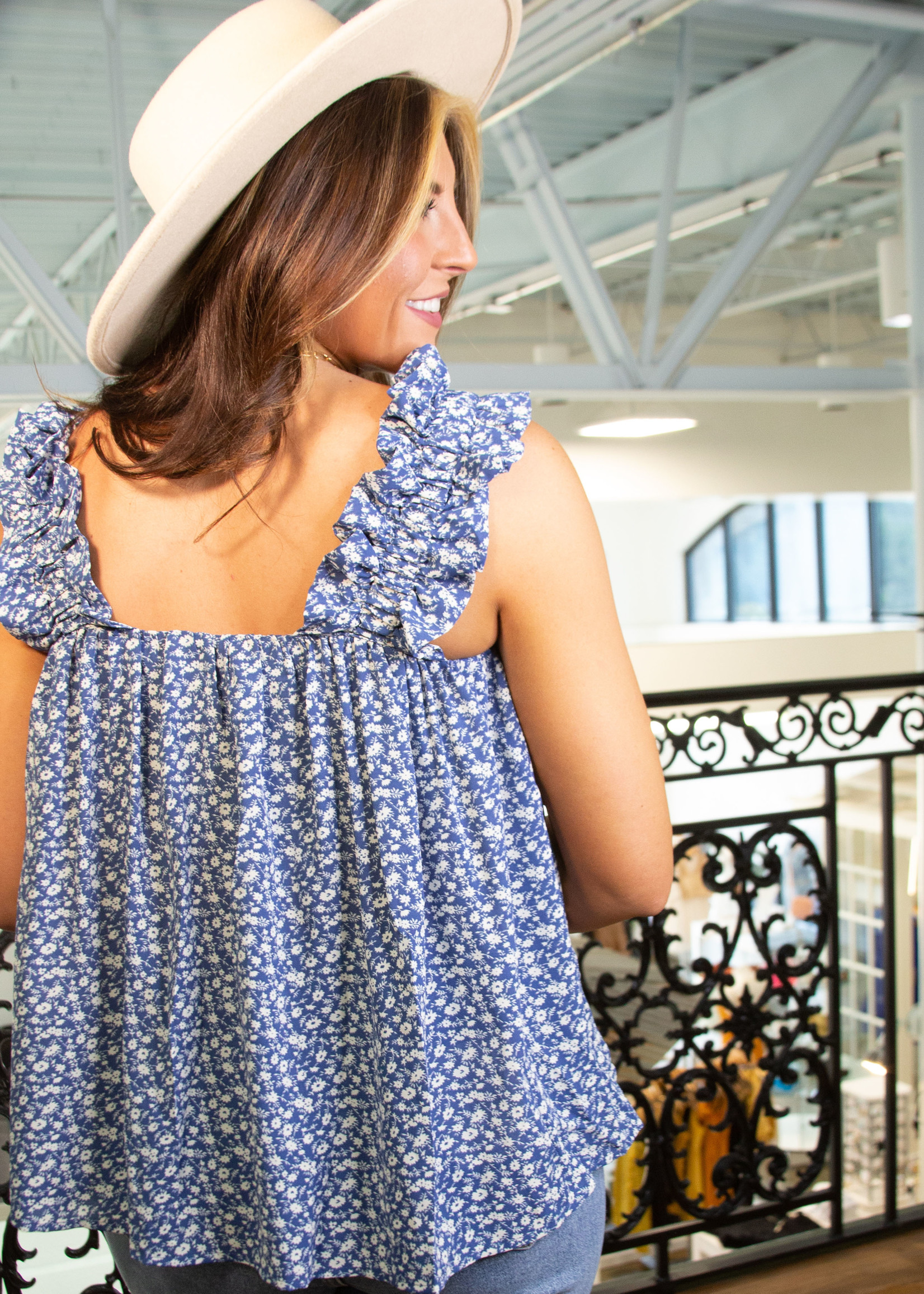 Sleeveless Flowy Top w/ Sinched Sleeves