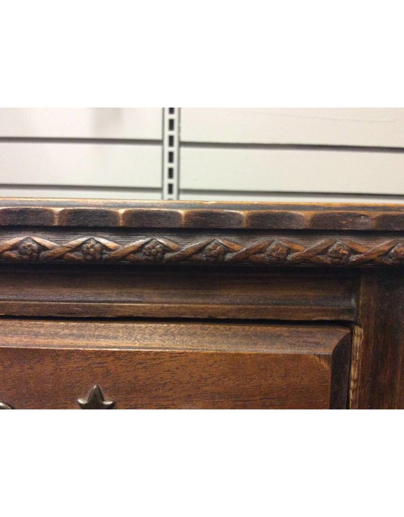 Colonial Style Kneehole Desk