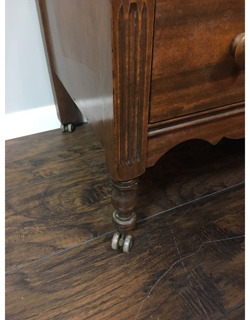 Mahogany 5 Drawer Dresser w Spindle Legs