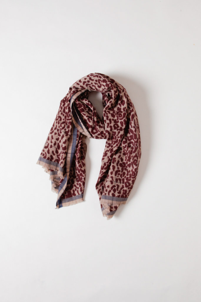 Mois Mont Leopard Print Wool Scarf