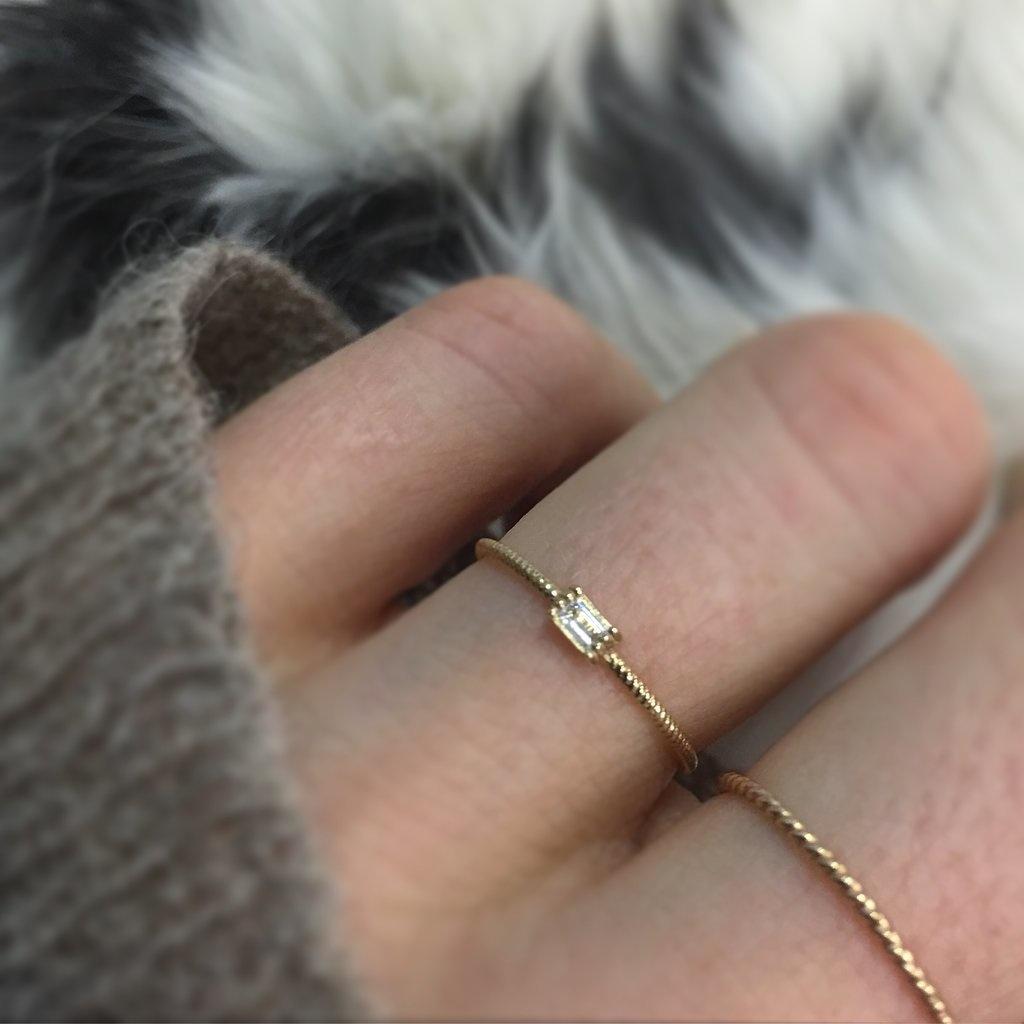 La Kaiser Gold Baguette Twist Ring