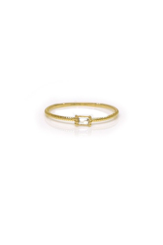 La Kaiser Gold Baguette Twist Ring