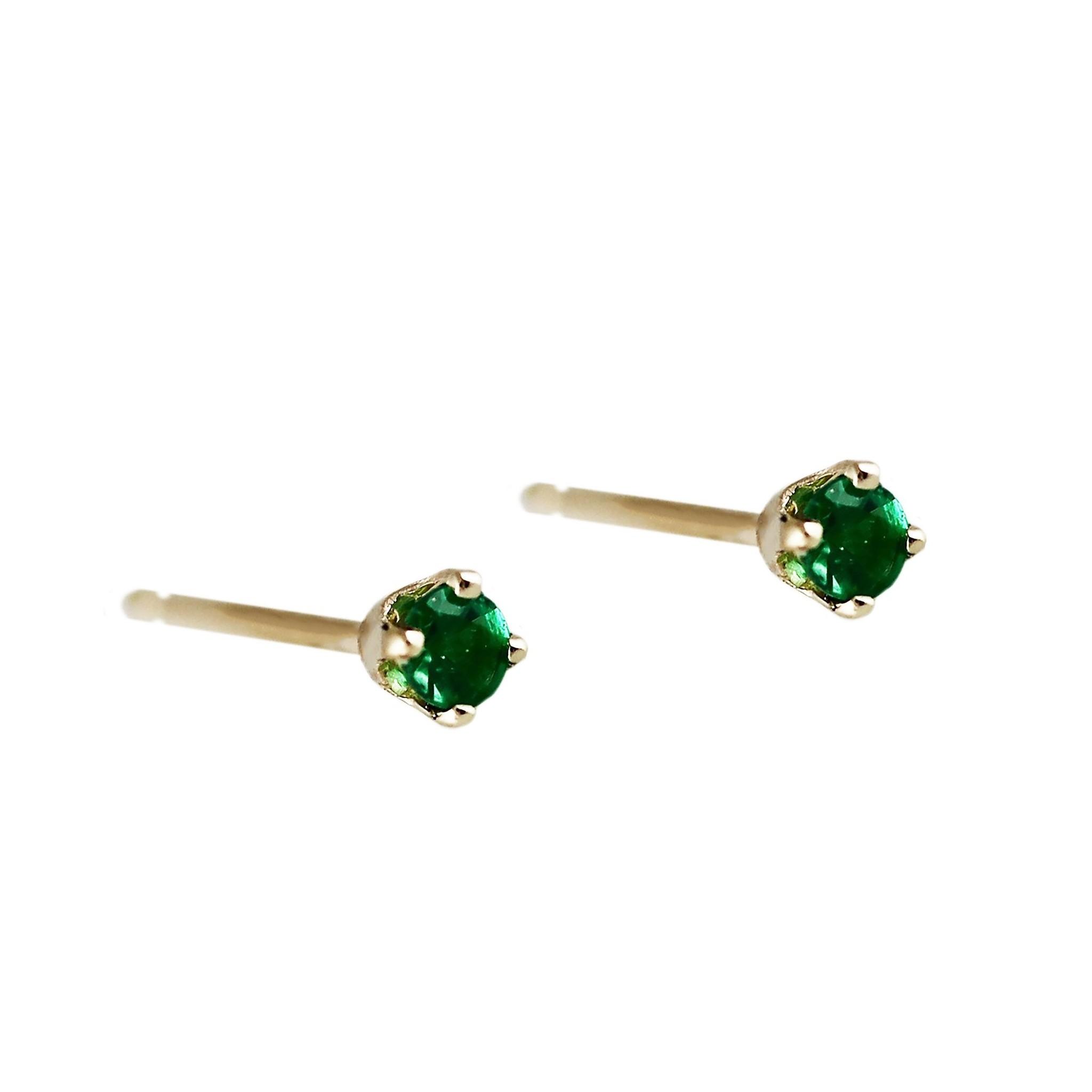 Lumo Lumo Tiny Emerald Studs