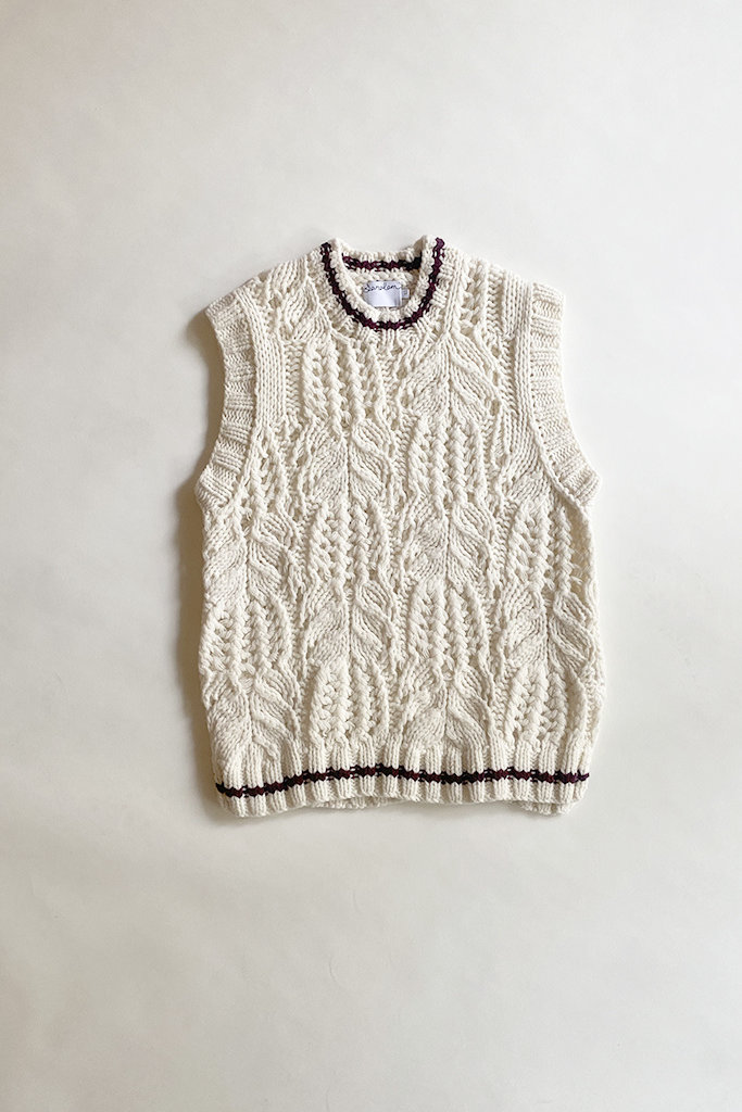 Saralam Contrast Tipped Cable Knit Vest
