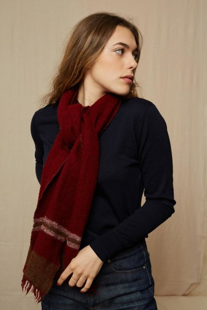 Mois Mont 46502 Scarf in Burgundy Wool