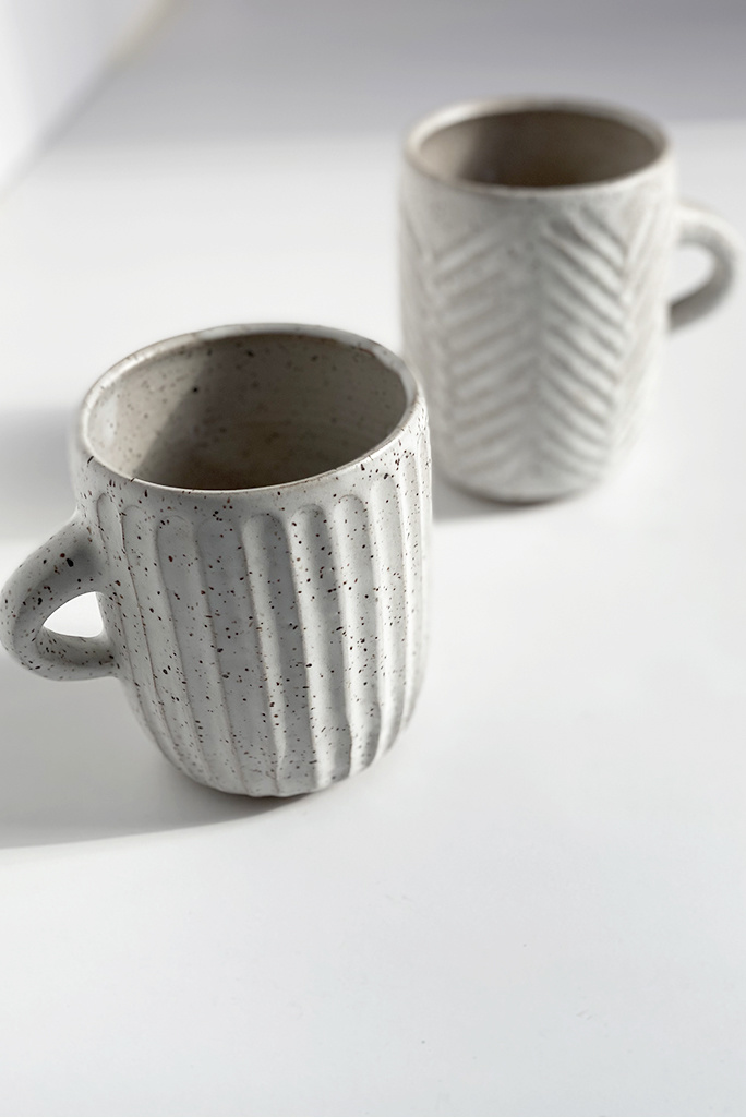 Alice Cheng Studio Large Carved Speckle Mugs