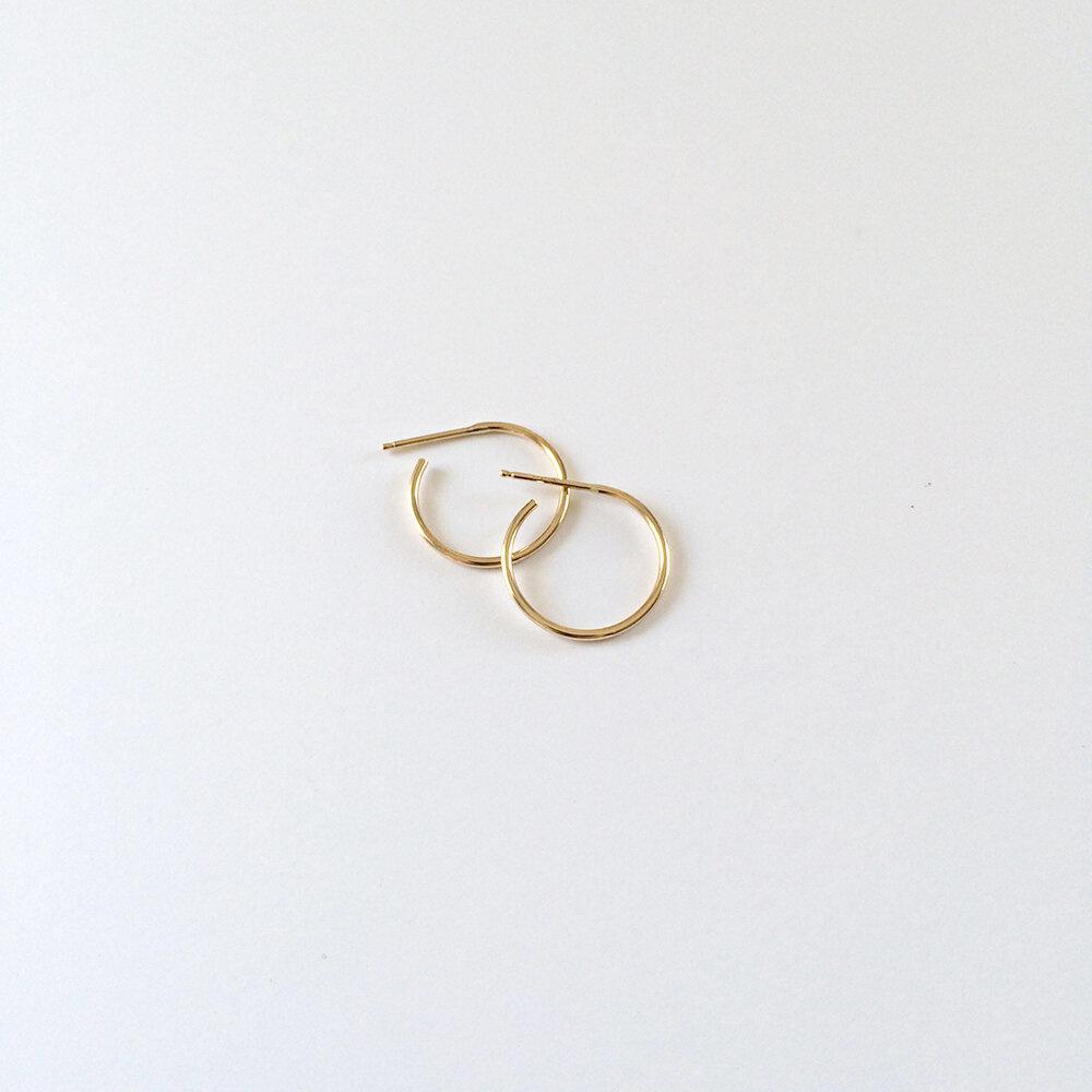Kristen Elspeth 14kt Thread Arc Hoops - Two Sizes