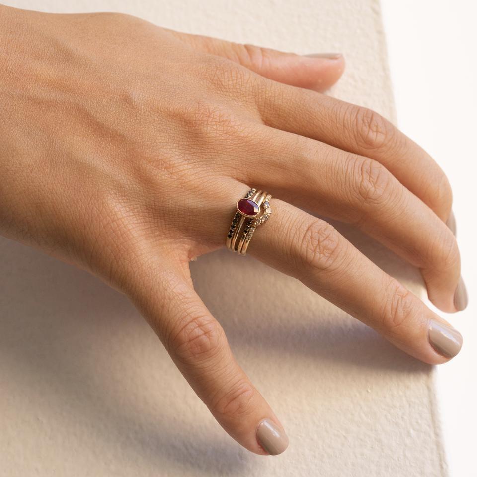 Jennie Kwon Oval Ruby Wisp Ring  14kt Gold Size 7