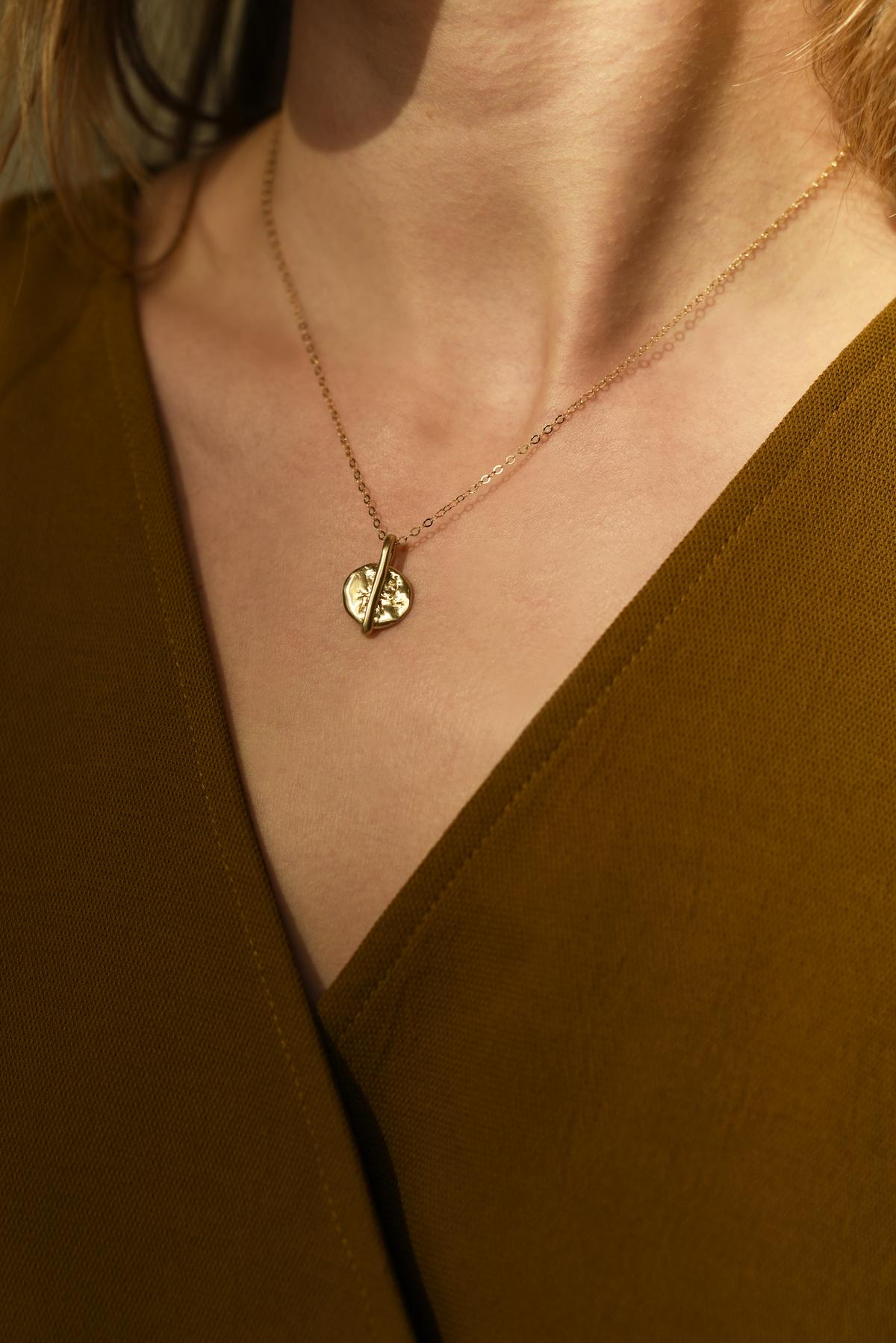 864 Brass Circle Pendant Necklace