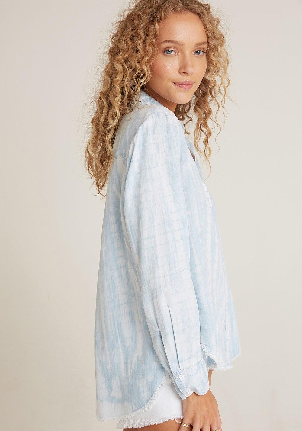 Bella Dahl Bella Dahl Fray Hem Flowy Shirt Havana Blue - Size M