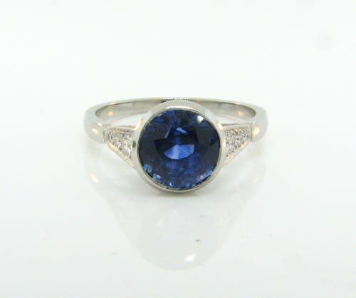 Trabert Goldsmiths 3.20ct Blue Sapphire Platinum Ring E1870