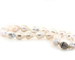 Trabert Goldsmiths White Baroque Pearl Necklace E1886