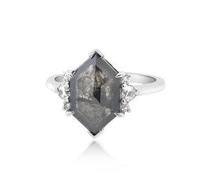 Trabert Goldsmiths 3.17ct Hexagonal Diamond Grey Star Ring E1898