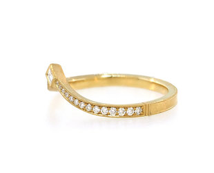 Erika Winters Twyla V-Shape Diamond Gold Band EW23