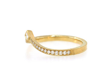 Erika Winters Twyla V-Shape Diamond Gold Band EW23