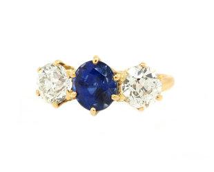Trabert Goldsmiths Vintage Blue Sapphire & Diamond Three Stone Ring GM9
