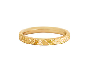 Artëmer Geometric Engraved Gold Band AT28