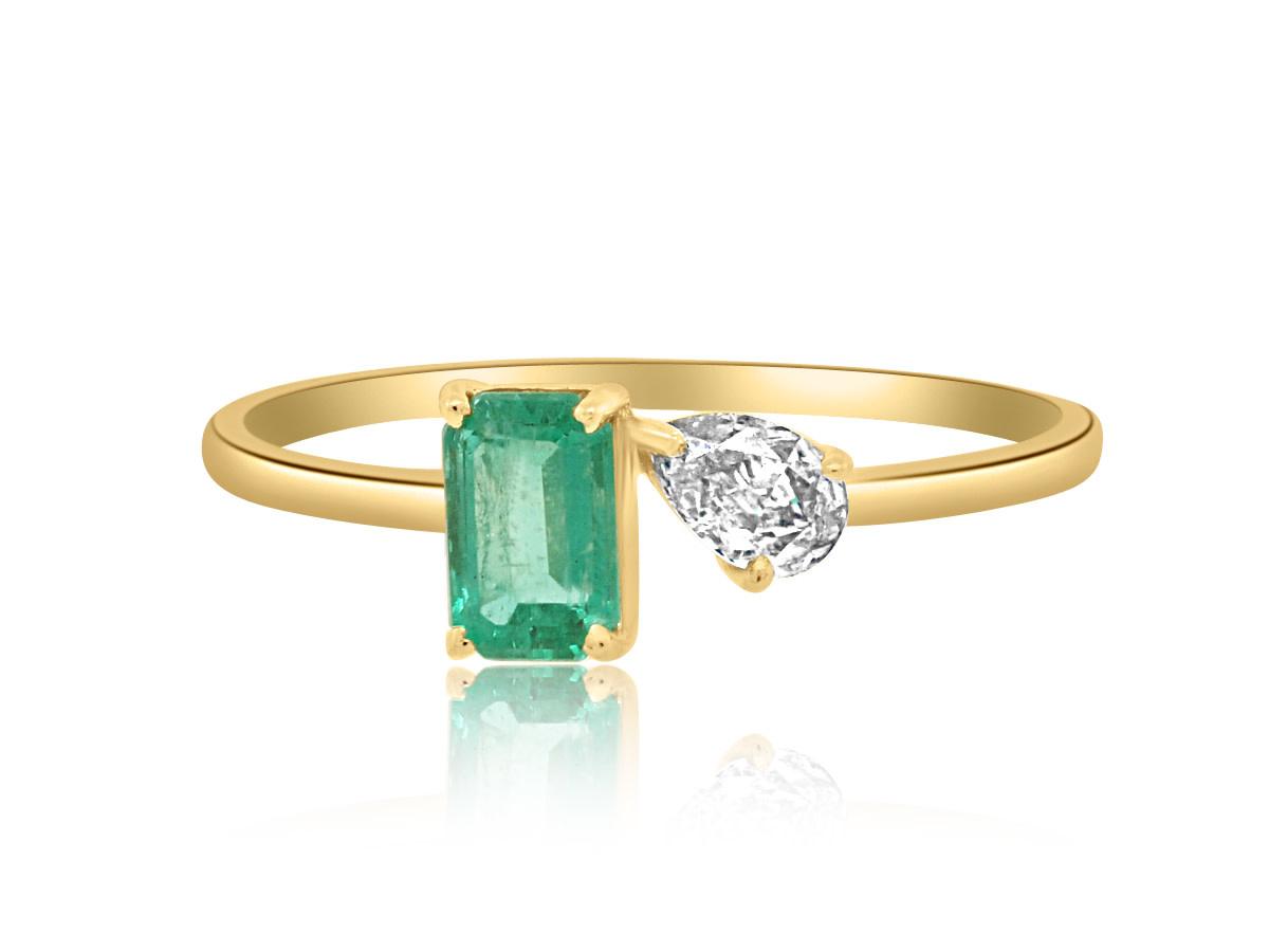 Trésor Emerald and Diamond Toi Et Moi Ring