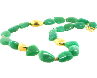 Trabert Goldsmiths Chrysoprase and Yellow Gold Bead Necklace E3103