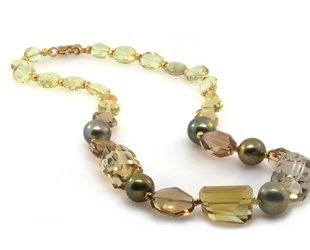 Trabert Goldsmiths Mixed Quartz and Pearl Necklace E1196